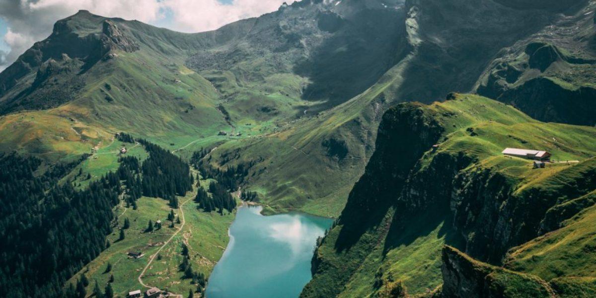 Blick auf den Bannalpsee und die Alp Oberfeld
